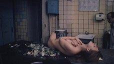 14. Полностью обнаженная Людмила Бодрова на кухне – Ночь длинных ножей
