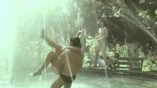 2. Елена Гаршина топлесс возле фонтана – Ау! Ограбление поезда
