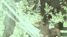 7. Елена Гаршина топлесс возле фонтана – Ау! Ограбление поезда