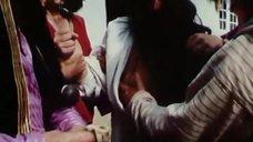 4. Оксану Дроздову лапают за грудь – Черная долина