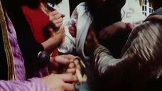 6. Оксану Дроздову лапают за грудь – Черная долина