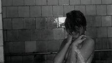 Виктория Ильинская под душем