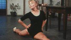 Нина Корниенко танцует в спектакле «Проснись и пой»