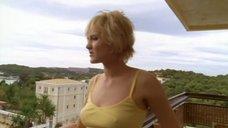 Ангелина Миримская в майке без лифчика