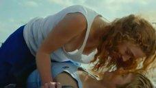 Екатерина Молчанова засветила голую грудь на пляже