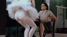Амалия Мордвинова показала попку в балетной пачке