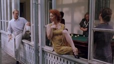 Стройная красотка Амалия Мордвинова в платье