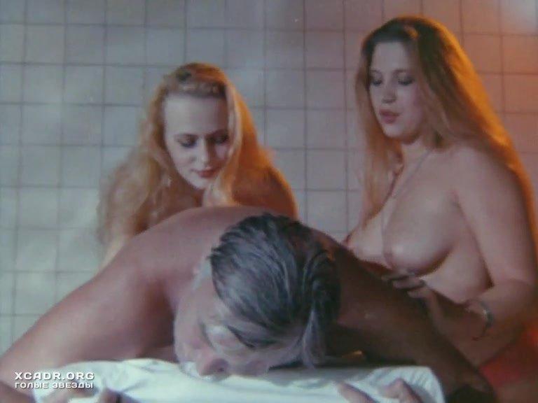Голые проститутки в сауне
