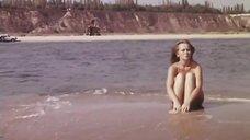 1. Нийоле Ожелите в купальнике на пляже – Всего один поворот