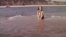 2. Нийоле Ожелите в купальнике на пляже – Всего один поворот