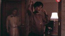2. Голая грудь Ларисы Халафовой – Под маской Беркута