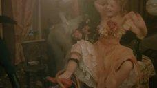 Ирина Цывина с расставленными ногами