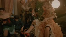 4. Ирина Цывина с расставленными ногами – Яма (1990)