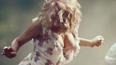 17. Секси Александра Попова, Александра Савельева и Ирина Тонева в клипе «Бабочки»