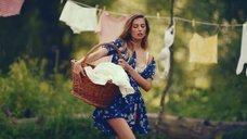 2. Секси Александра Попова, Александра Савельева и Ирина Тонева в клипе «Бабочки»