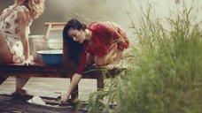 3. Секси Александра Попова, Александра Савельева и Ирина Тонева в клипе «Бабочки»