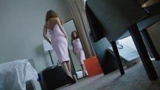 8. Екатерина Кабак топлесс перед зеркалом – Бесстыдники (Россия)