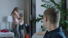 9. Екатерина Кабак топлесс перед зеркалом – Бесстыдники (Россия)