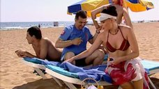 Наталья Бочкарева в купальнике на пляже
