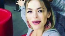 7. Анна Хилькевич демонстрирует сочное декольте в Instagram