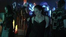 2. Секси Анна Силк в клубе – Зов крови