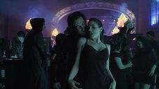 Секси Анна Силк в клубе