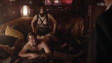 Сцена с проститутками в борделе