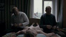 Ауг Юлия голышом на кровати