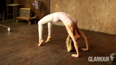 Гибкая Глюкоза в фотосессии «Йога» для журнала Glamour