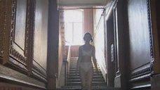 Ольга Кожевникова в белье уходит из квартиры