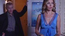 Лада Дэнс в соблазнительной блузке
