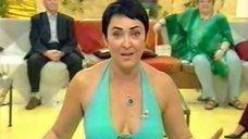 4. Лолита Милявская в откровенном платье на передаче «Пусть говорят»