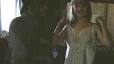 Светлана Орлова примеряет одежду