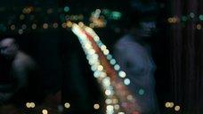 Лейсан Ситдикова топлесс в отражении стекла