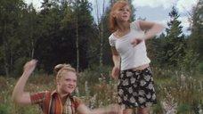7. Анна Слынько и Полина Воронова показывают трусики – Столичный скорый