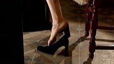 Алика Смехова соблазняет ногой