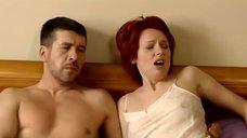Возбужденная Жанна Эппле в ночнушке без лифчика