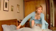 Соблазнительная Жанна Эппле с завтраком в постели
