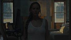 Дженнифер Лоуренс без лифчика
