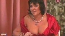 Откровенное декольте Лолиты Милявской в телепередаче «Встречи на Моховой»