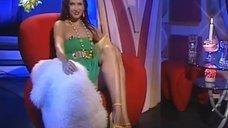 Ножки Эвелины Бледанс в телепередаче «Сексуальная революция»