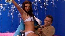 Снегурочка Эвелина Блёданс танцует стриптиз в передаче «Слава богу, ты пришел»