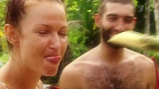 Эвелина Бледанс заглатывает тростник в шоу «Последний герой 6»