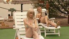 6. Ирина Медведева в купальнике возле бассейна – 6 кадров