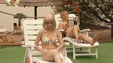 7. Ирина Медведева в купальнике возле бассейна – 6 кадров