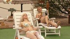 8. Ирина Медведева в купальнике возле бассейна – 6 кадров