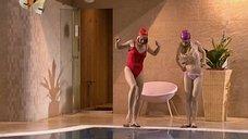 Ирина Медведева и Галина Данилова в бассейне