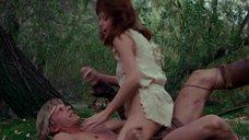 7. Секси Таня Робертс без лифчика – Повелитель зверей