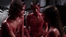 3. Постельная сцена с Билли Пайпер и Джессикой Барден – Страшные сказки