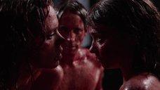8. Постельная сцена с Билли Пайпер и Джессикой Барден – Страшные сказки